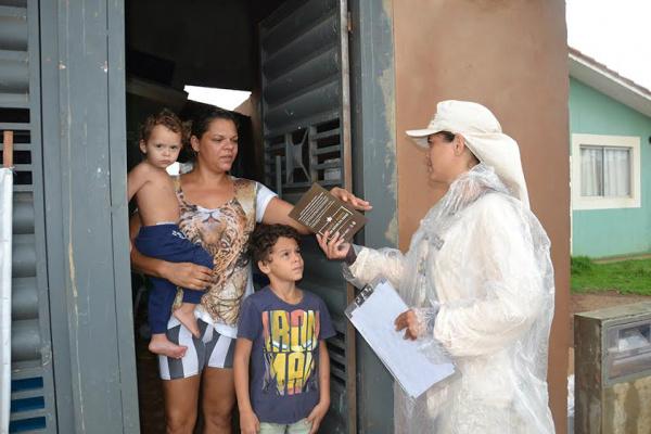 Agentes vistoriam imóveis na Capital para garantir controle do mosquito vetor da dengue. - Crédito: Foto: Divulgação