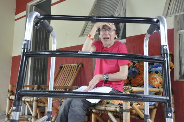 Dona de casa Vera Lúcia aguarda desde 2013  pela cirurgia de cataratas. - Crédito: Foto: Hédio Fazan