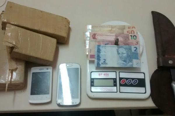 Grupo foi interceptado e acabou preso por tráfico de drogas. - Crédito: Foto: Divulgação/PM