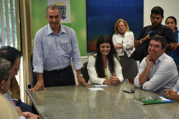 Governador Reinaldo Azambuja durante transmissão de cargo à sua vice, Rose Modesto. - Crédito: Foto: Chico Ribeiro