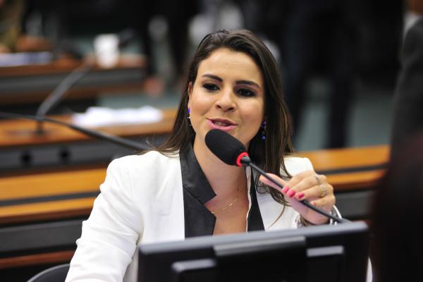 CPI dos Crimes Cibernéticos vai propor legislação contra fraudes na internet, diz Mariana Carvalho. - Crédito: Foto: Zeca Ribeiro/Câmara dos Deputados