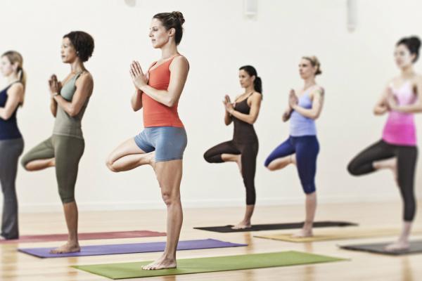 É necessário ter paciência para vivenciar os benefícios da Yoga por meio de exercícios que aliviam o estresse. - Crédito: Foto: Divulgação