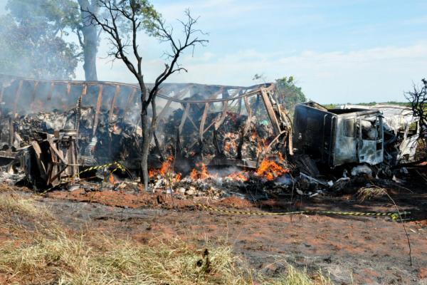 Acidente entre caminhão e van na BR-267 teve registro de 11 mortes em setembro do ano passado. - Crédito: Foto: Arquivo