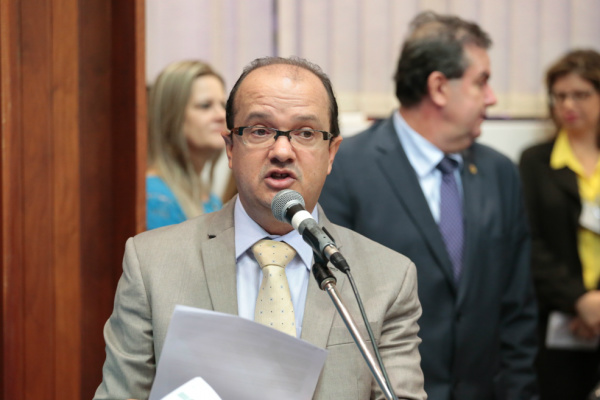 Deputado José Carlos Barbosinha durante participação em sessão da Assembleia Legislativa onde defendeu construção da Ceasa. - Crédito: Foto: Divulgação