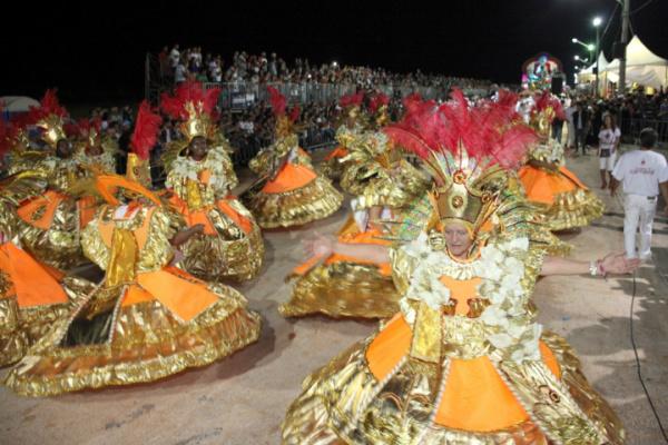 Desfile de escola de samba no Carnaval do ano passado na Avenida Alfredo Scaff em Campo Grande. - Crédito: Foto: Divulgação