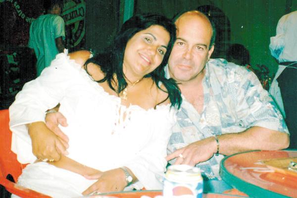 Vicente Cacicedo e sra. Carmen Roth. Ele, excelente tocador de obras e competente azulejista. -