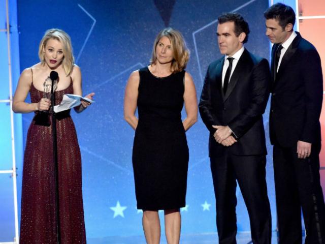 """Atriz Rachel McAdams recebe o prêmio de melhor atuação conjunta, dado ao filme """"Spotlight"""" no Critcs' Choice Awards. - Crédito: Foto: Divulgação"""