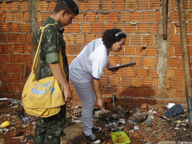 """Com apoio do Exército, prefeito Murilo declara """"guerra"""" ao Aedes. - Crédito: Foto: Assecom"""