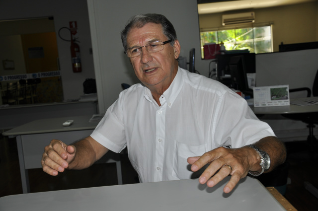Secretário de Saúde , Sebastião Nogueira, lembra que o período é critico  e o município não vai dar trégua ao mosquito. - Crédito: Foto: Hedio Fazan