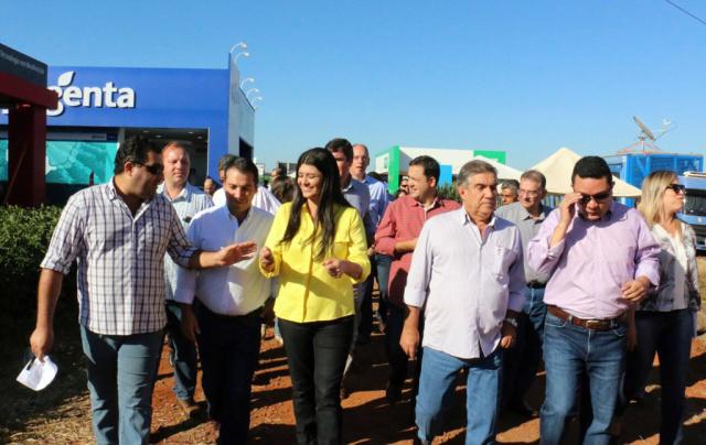 Governadora em exercício Rose Modesto, prefeito Maurílio Azambuja e demais autoridades no Showtec. - Crédito: Foto: Leca