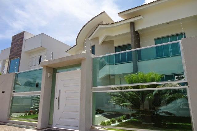 Os muros são importantes e compõem a fachada da casa. - Crédito: Foto: Divulgação