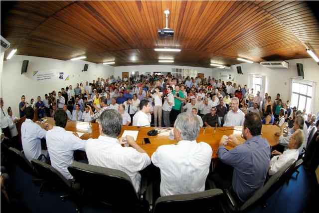 Ato de filiação de Beto Pereira ao PSDB foi realizado ontem no auditório da Assomasul. - Crédito: Foto: Edson Ribeiro