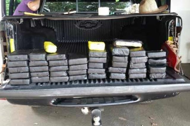 Droga estava em uma camioneta S10 preta, placas de Dourados. - Crédito: Foto: Divulgação