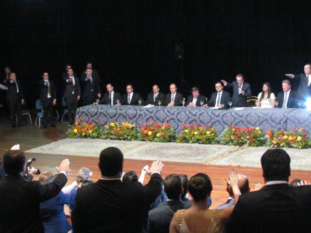 Karmouche empossa nova diretoria da OAB que faz o juramento em solenidade festiva na Capital. - Crédito: Foto: Elvio Lopes