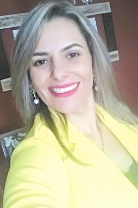 Hoje é dia cantar parabéns à Renata Merídio, presidente do PMDB Mulher de Dourados. Ela recebe os parabéns e carinho de amigos e familiares. -