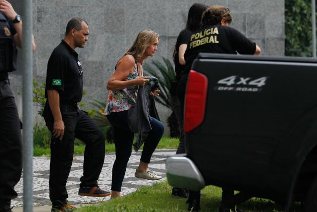 Publicitária Nelci Warken deixa a sede da Polícia Federal em São Paulo e segue rumo a Curitiba. - Crédito: Foto: DOUGLAS PINGITURO/BRAZIL PHOTO PRESS/ESTADÃO CONTEÚDO