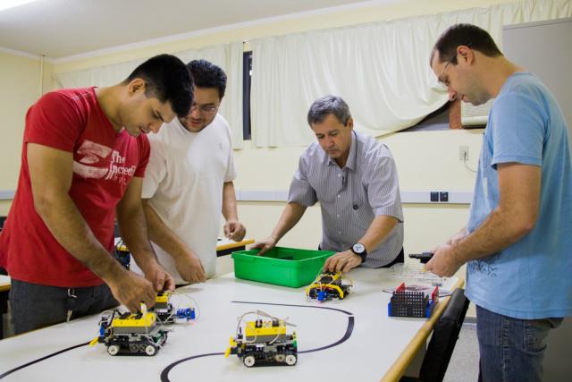 Redes e robótica são algumas das atribuições. - Crédito: Foto: Unigran