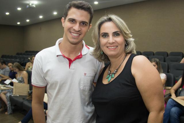 Nikollas e coordenadora Letícia. - Crédito: Foto: Unigran