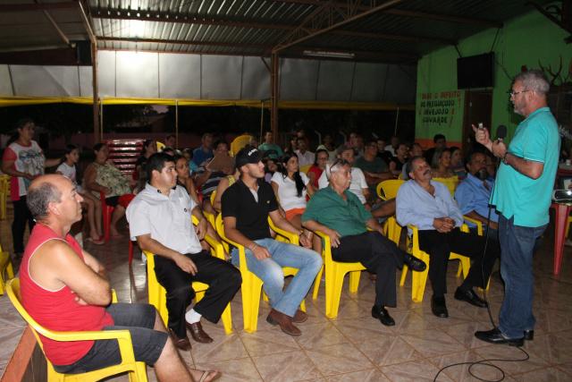 Geraldo Resende durante reunião com moradores  do bairro. - Crédito: Foto: Divulgação