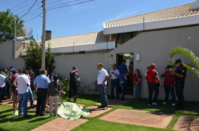 Comerciante foi morto quando cortava grama de casa ontem. - Crédito: Foto: Leo Veras/Poranews