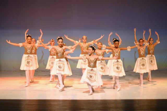 Ballet consiste  em unir a técnica, a música e a atuação nos movimentos. Exige boa disciplina, boa postura e ritmo. - Crédito: Foto: Marcos Ribeiro