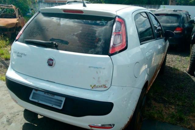 Um dos carros apreendidos na região de fronteira em MS. - Crédito: Foto: Divulgação/PMRV