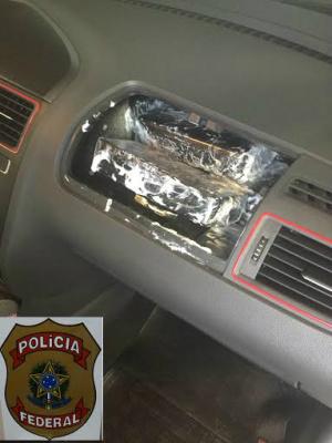 Droga estava escondida no painel de um veículo em Ponta Porã. - Crédito: Foto: Divulgação/PF