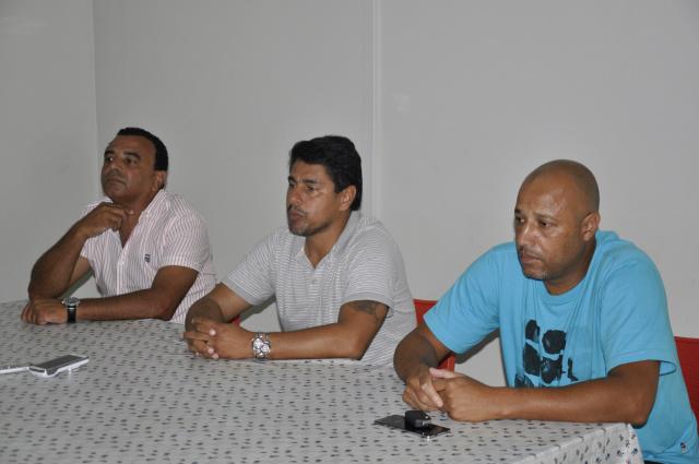 Entrevista coletiva aconteceu na tarde de ontem na sede da Funed no estádio Douradão para comunicar a decisão. - Crédito: Foto: Hedio Fazan
