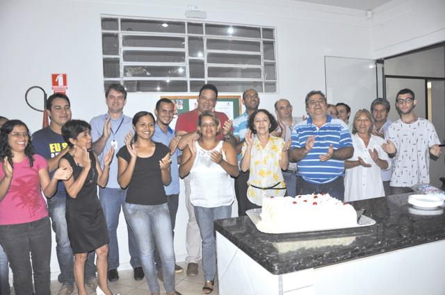Aniversariantes do mês de janeiro, funcionários deste jornal: Dalila Lasmar, Luiz Antonio Cazini, Eder Rubens, André Pereira, Eldeir V. Silva e Marcos Santos -