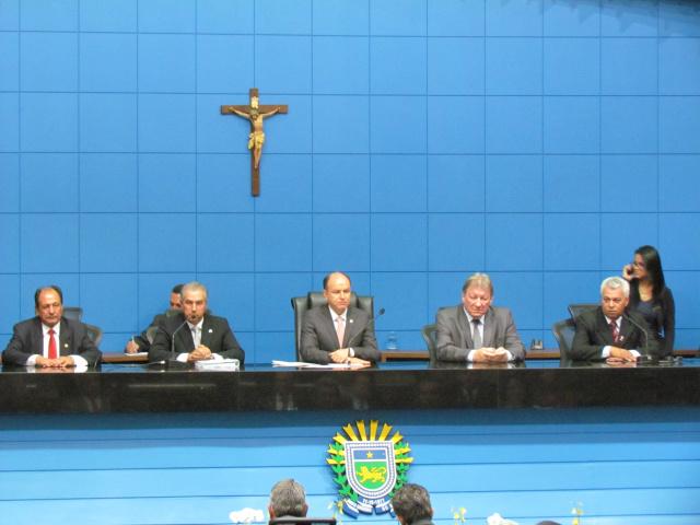 Governador Reinaldo Azambuja lê relatório de ações do primeiro ano de governo na reabertura dos trabalhos da Assembleia. - Crédito: Foto: Elvio Lopes