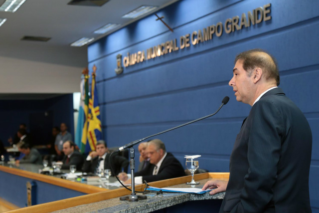 Prefeito Alcides Bernal durante prestação de contas na Câmara. - Crédito: Foto:  Izaias Medeiros