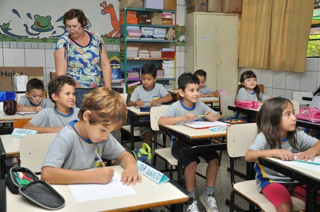 Uniforme e kit de material serão novamente distribuídos neste ano nas escolas da Rede Municipal. - Crédito: Foto: Divulgação