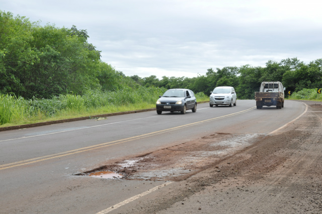 Trechos da Perimetral Norte em Dourados serão recapeados. - Crédito: Foto: Hedio Fazan