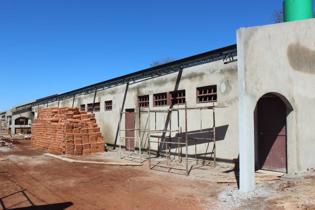Obras da escola  que está sendo construída na Vila Roma. - Crédito: Foto: Ricardo Minella