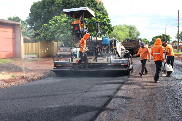 Obras de pavimentação  são intensificadas e trazem esperança de novos dias aos moradores. - Crédito: Foto: Ricardo Minella
