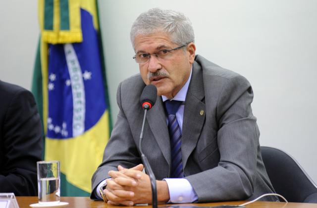 José Rocha diz que BNDES tem que trabalhar mais voltado para médias e pequenas empresas. - Crédito: Foto: Lucio Bernardo Junior/Câmara dos Deputados