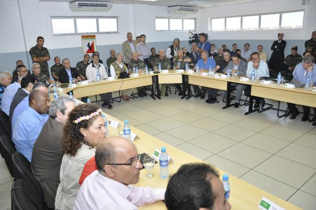 Ministro da Defesa Aldo Rebelo veio a Dourados ontem . Desta vez, acompanhado de embaixadores árabes. - Crédito: Foto: Divulgação