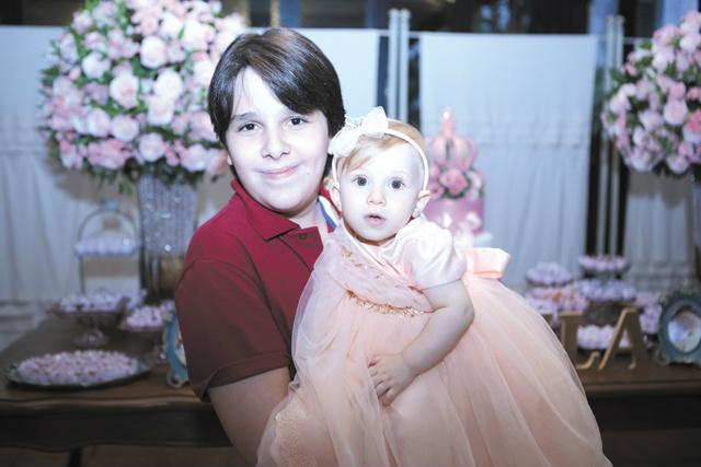 Parabéns a princesa Manuela Bogo Caseiro Canto que completou um aninho dia 26. Na foto, com o querido primo Ian Bogo de Oliveira Bastos -