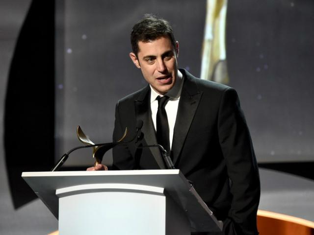 """Josh Singer recebe o prêmio do sindicato dos roteiristas de melhor roteiro original por """"Spotlight"""" - Crédito: Foto: Divulgação"""