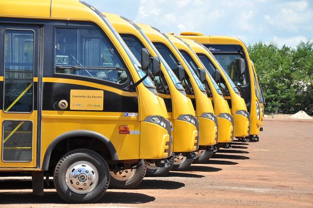 Ônibus do transporte escolar de Dourados percorrem dez mil quilômetros por dia com uma frota de 15 ônibus próprios. - Crédito: Foto: Divulgação
