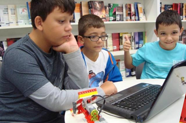 Programas extracurriculares possibilitam às crianças a construção e programação de robôs. - Crédito: Foto: Divulgação