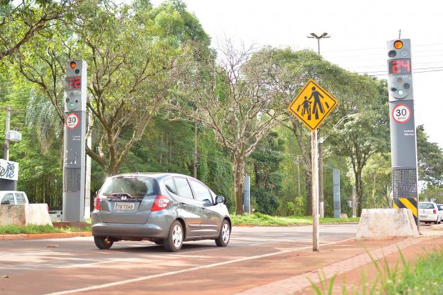 Radares de controle de velocidade terão sistema para identificar veículos  furtados ou irregulares. - Crédito: Foto: Marcos Ribeiro