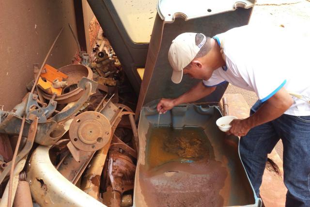 Estado e prefeituras continuarão utilizando o larvicida em locais de água parada até que Ministério da Saúde mude protocolo. - Crédito: Foto: CCZ