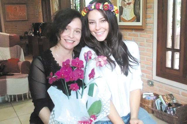 """Blanche Torres e a atriz Paola Oliveira, quando gravaram o filme em Dourados denominado """"Em nome da Lei"""", que tem estreia nacional em 21 de abril nos cinemas. -"""