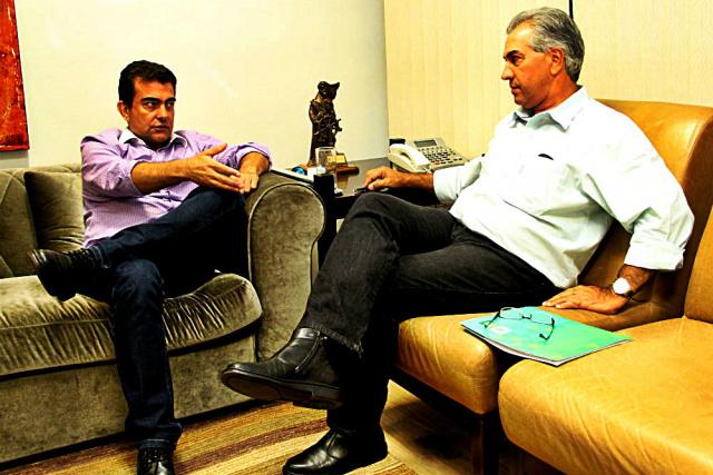 Reinaldo Azambuja reunido com o ex-deputado Marçal Filho para discutir a sucessão municipal. - Crédito: Foto: Divulgação