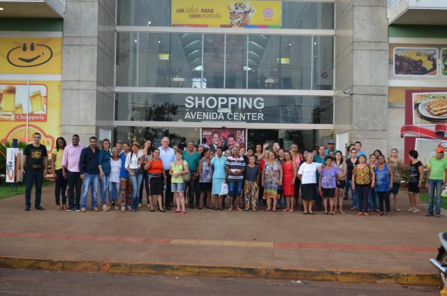 """Cerca de 60 idosos participantes do Projeto Conviver de Douradina,  foram ao cinema assistir o Filme """"Os Dez Mandamentos"""" - Crédito: Foto: Divulgação"""