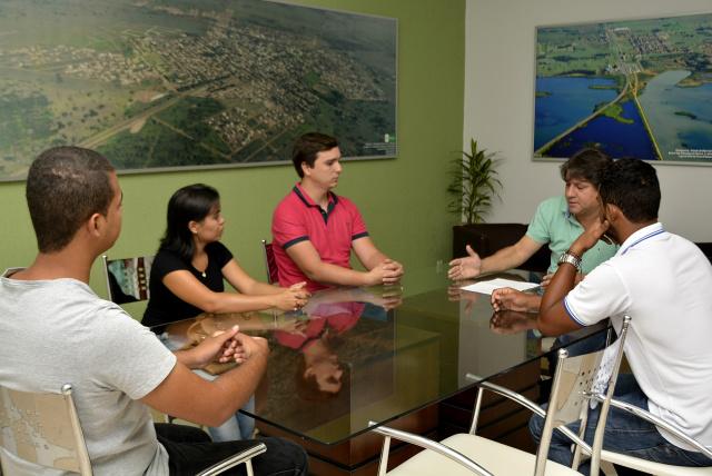 Representantes das universidades em reunião com o prefeito. - Crédito: Foto: Divulgação