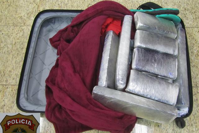 No raio-x, a mala com tabletes chamou atenção dos policiais. - Crédito: Foto: Divulgação