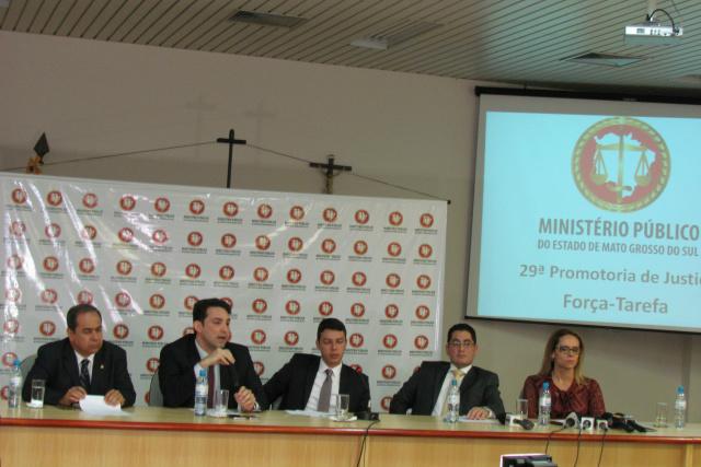 Promotores de Justiça da força-tarefa do MPMS durante entrevista coletiva em Campo Grande. - Crédito: Foto: Elvio Lopes