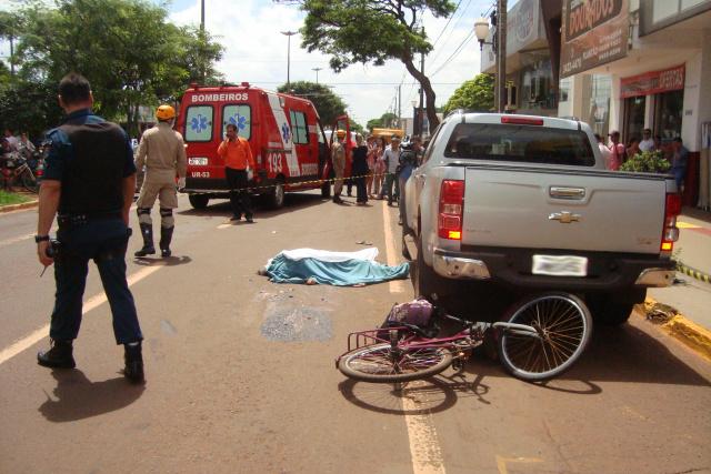 Causa deve ser apurada pela polícia; o motorista do caminhão ficou em estado de choque. - Crédito: Foto: Cido Costa/Dourados Agora